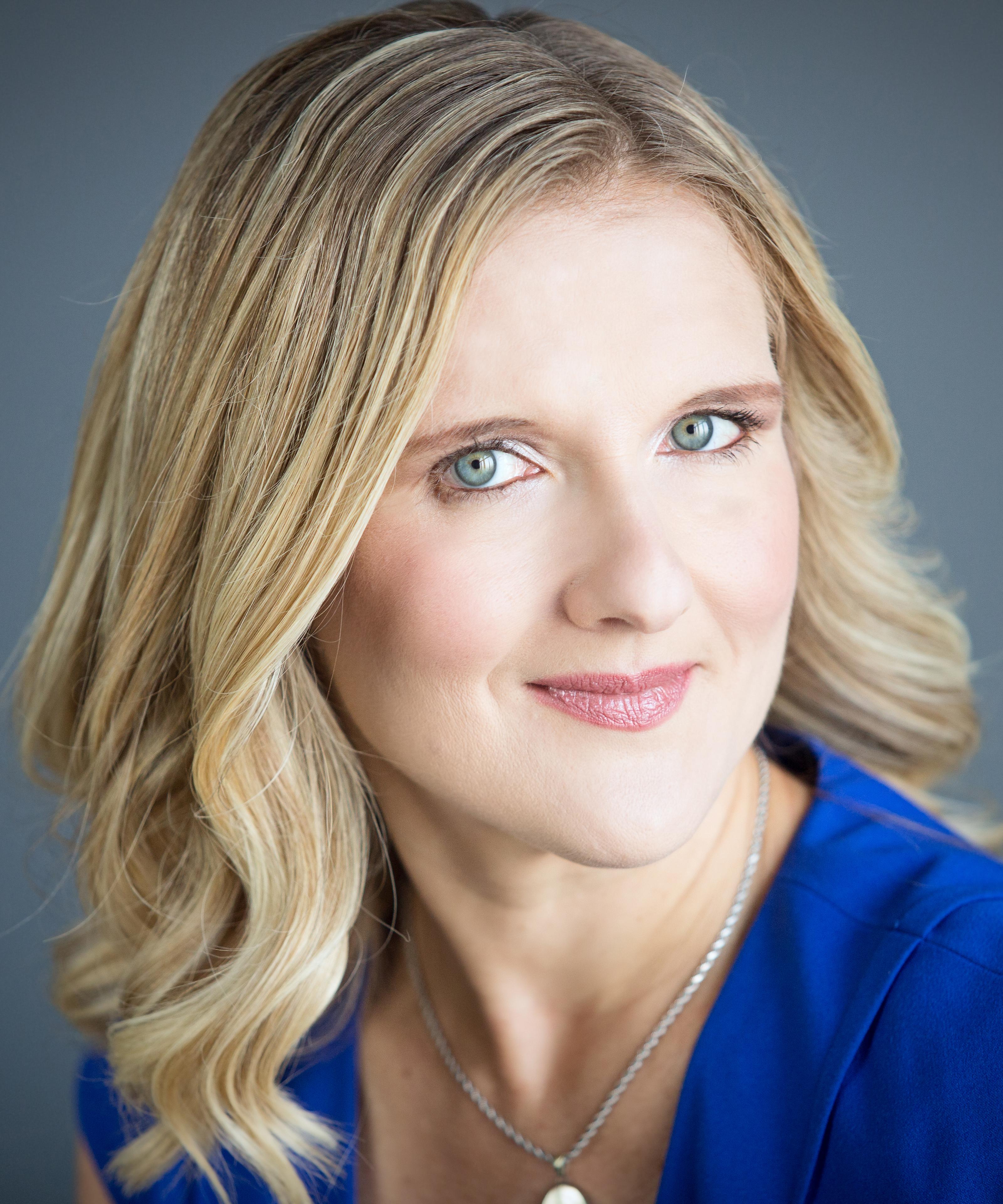 Paula Lavign Headshot