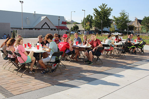 CoJMC students enjoy BBQ outside Andersen Hall