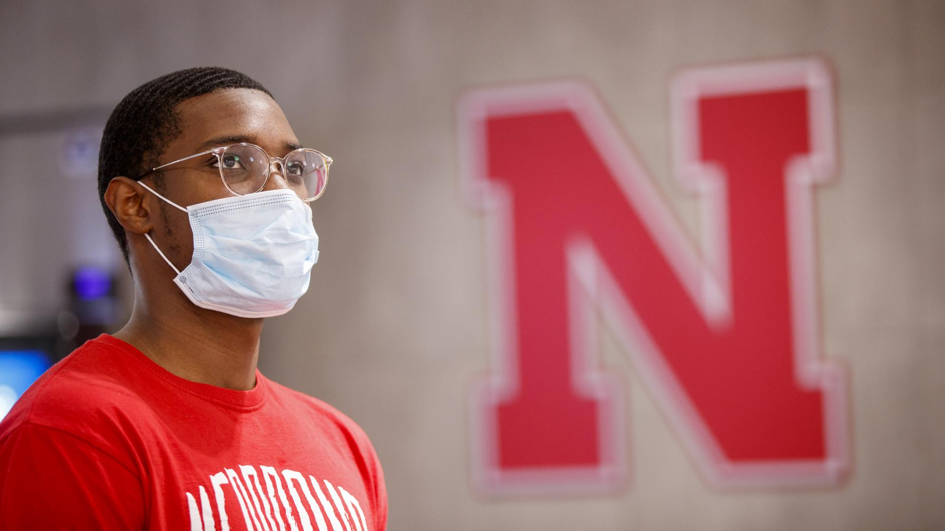 Husker student wears a face mask on campus in fall 2020.